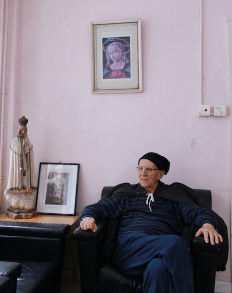 生活在香港,恩神父逐漸體驗到文化差異帶來的衝擊。