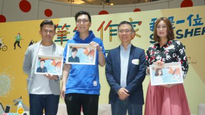 孤泣(左二)、王迪詩(左四)獲大會頒發紀念品。