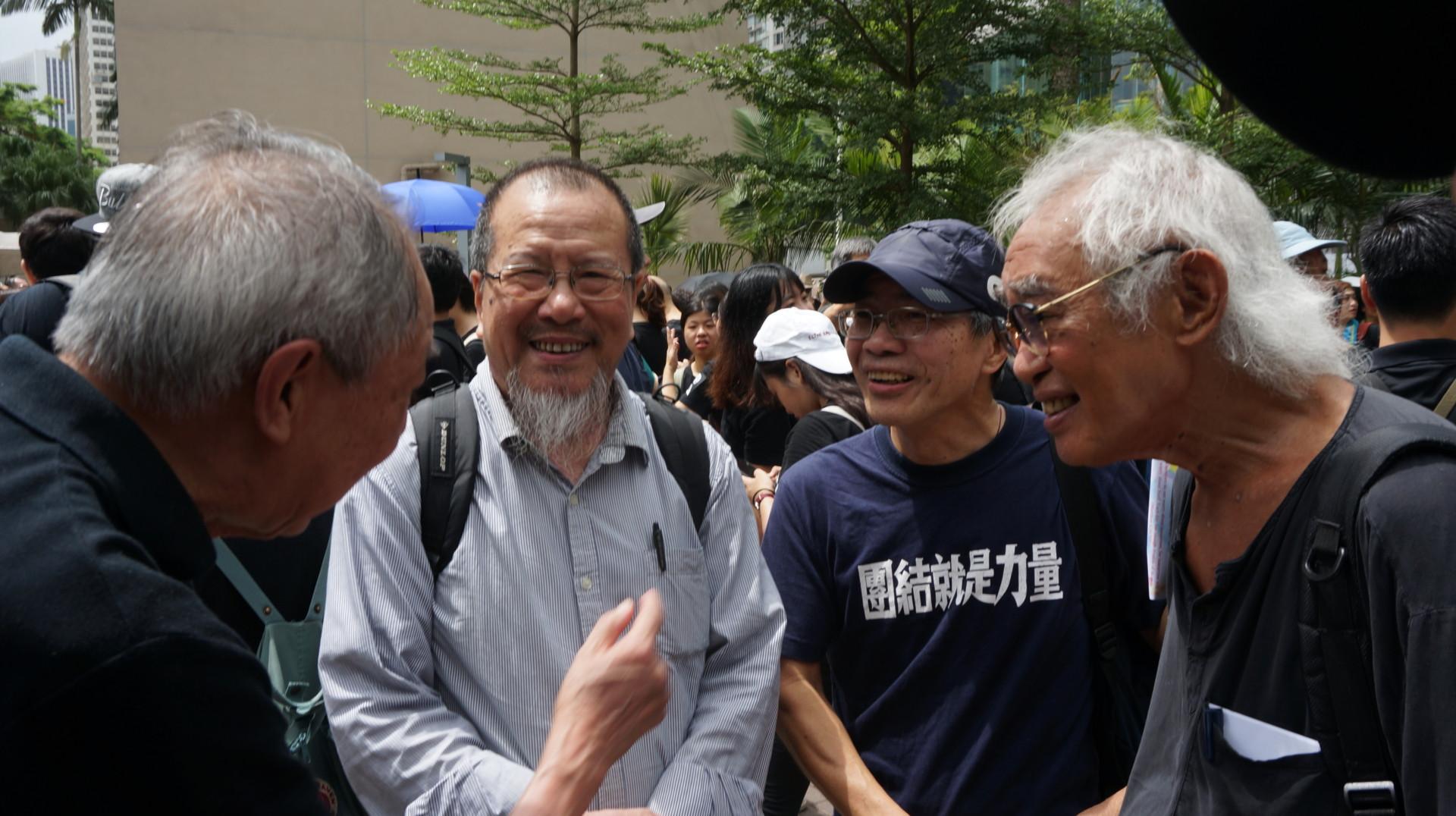 鄭明仁、劉銳紹參與遊行。