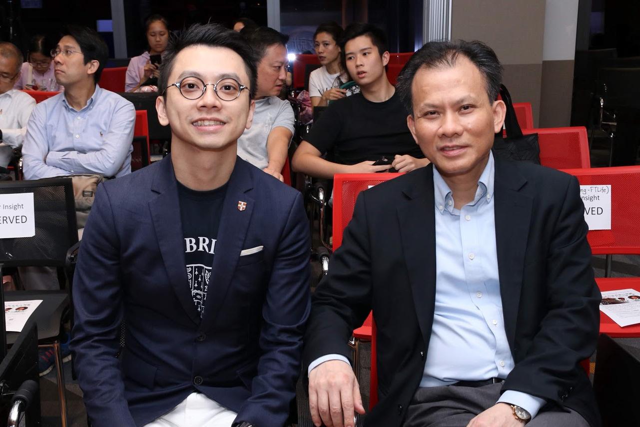 凌羽一(左)稱,升讀牛津劍橋需要至少三年時間準備。圖右是灼見名家傳媒社長及行政總裁文灼非。