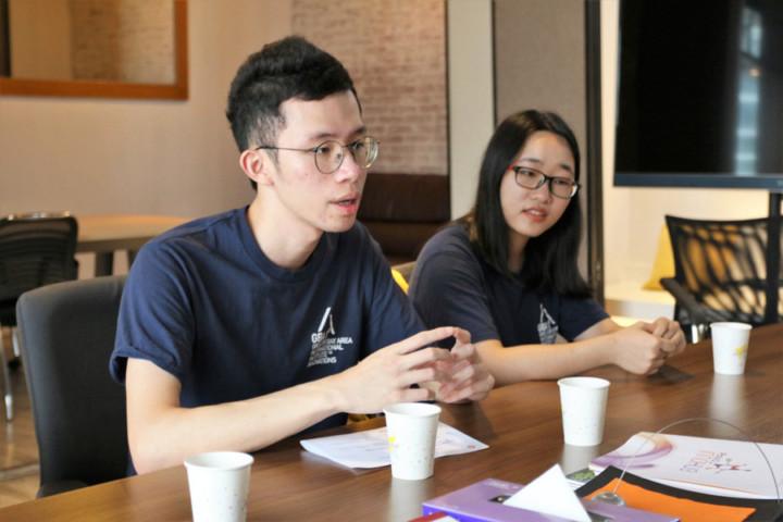 羅毓熙(左)認為,通過交流計劃,他覺得香港同學考慮問題比較實事求是,而內地同學考慮問題則比較廣泛。