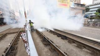 元朗遊行不理反對 警放多枚催淚彈驅散