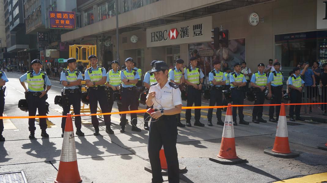 遊行人士到達終點後,警方撤走防線。(灼見名家圖片)