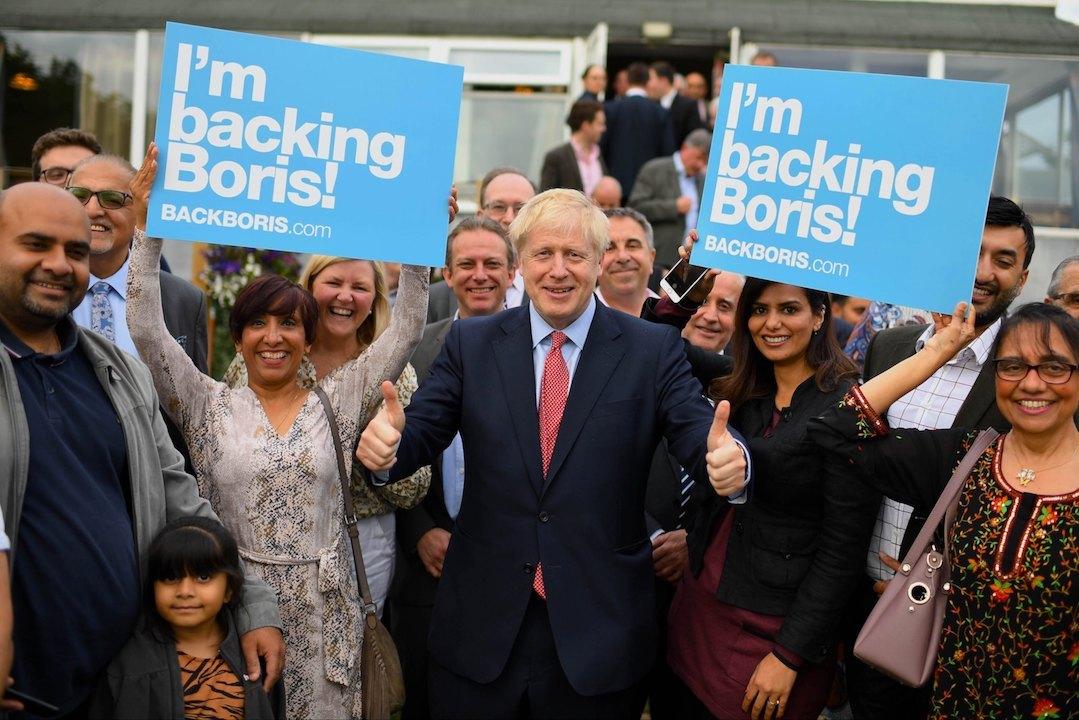 脫歐之前,約翰遜不過是下台的倫敦市長,無職無權,脫歐的三年間,他兩次升官,一飛衝天,先是外相,現在馬上就是首相。(Boris Johnson Facebook Page)