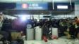示威者用雜物堵塞元朗站入口。