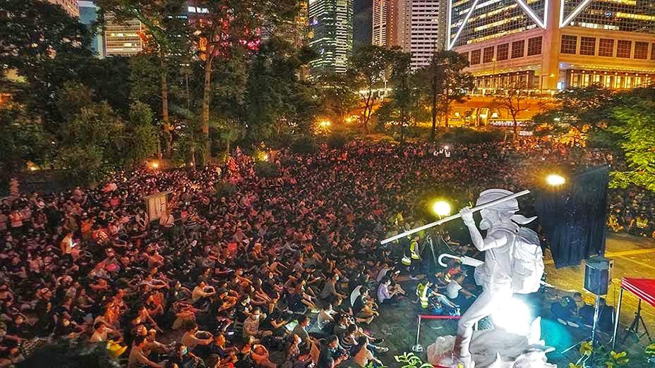 """「反濫捕 抗威權」集會 逼爆遮打 """"No Indiscriminate Arrests No Authoritarianism"""" Rally Floods Chater Garden"""