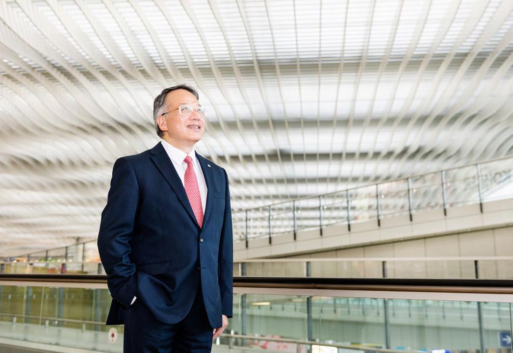 羅志聰於2010年加入香港機場管理局。除了香港國際機場三跑道系統項目的工作外,他亦管理財務部、會計部、庫務部、採購和法律部。