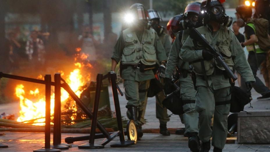 如果特區政府以為前線警務人員可以不斷以暴力鎮壓社會上的反對勢力,這根本是錯誤的想法,因為歷史上只有官逼民反,反而暴政是不會有好結果的。(亞新社)