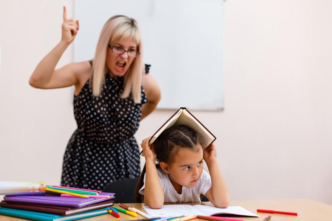 如果教師專業水平不太理想,學生整體素質也太不理想,而我們又想讓教師的專業水平和學生的整體素質都得以提高。(Shutterstock)