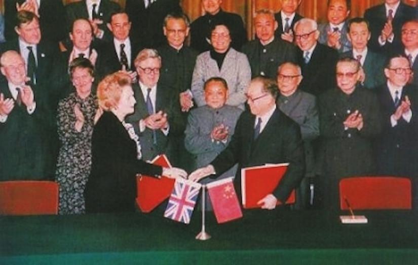 《中英聯合聲明》簽署之後,中國政府開展草擬《基本法》的工作,以聯合聲明的施政方針作為藍本。(Wikimedia Commons)