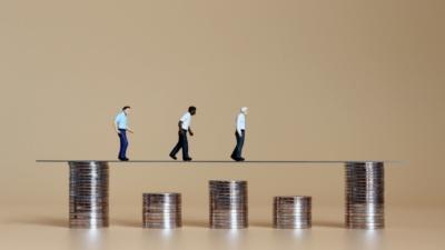 中國在過去對是否會陷入「中等收入陷阱」有過激烈的討論,但出現了兩種極端相反的觀點。(Shutterstock)