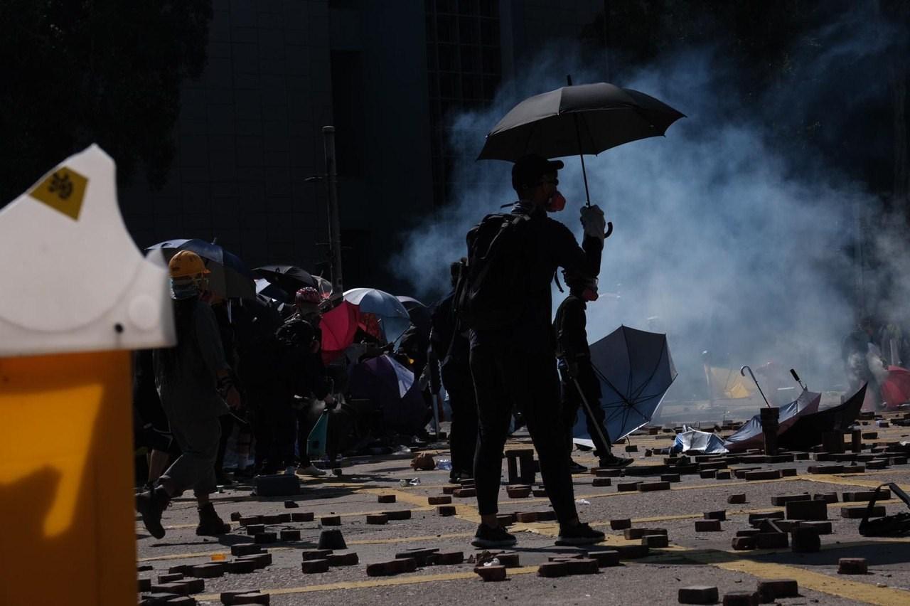 讓這些參與暴動、定罪或脫罪的中學生返回原校,會有什麼影響呢?(亞新社)