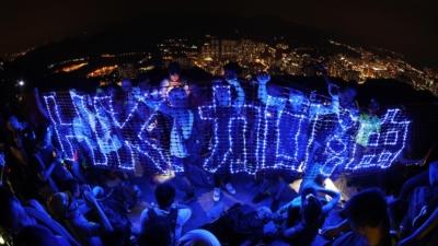重建一個有助向前發展的社會氣氛,着實需要尋找一份能夠得到全港認同的香港精神。(亞新社)