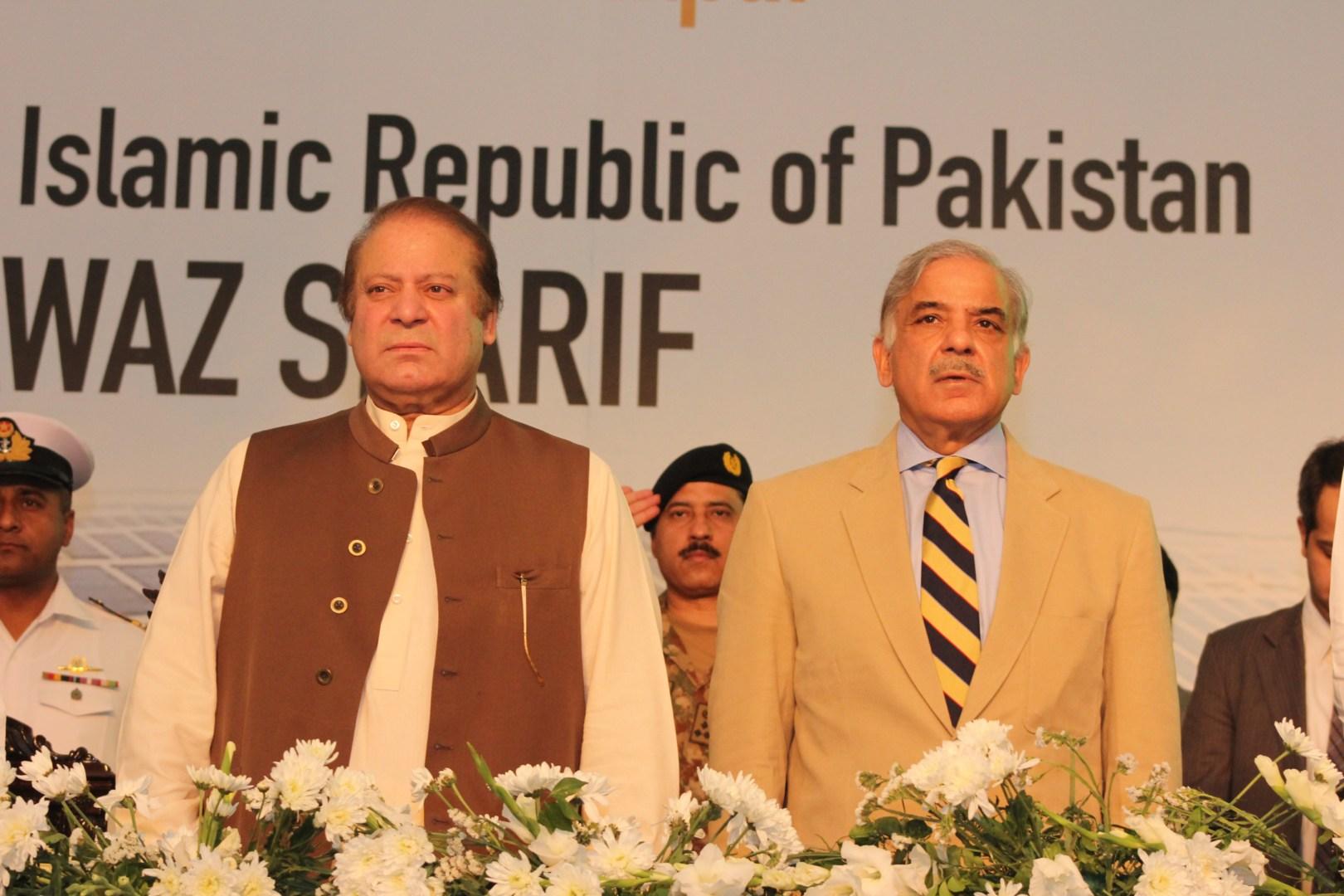 謝里夫家族是巴基斯坦政壇兩大家族之一,納瓦茲·謝里夫(左)曾3度擔任總理。(Shutterstock)