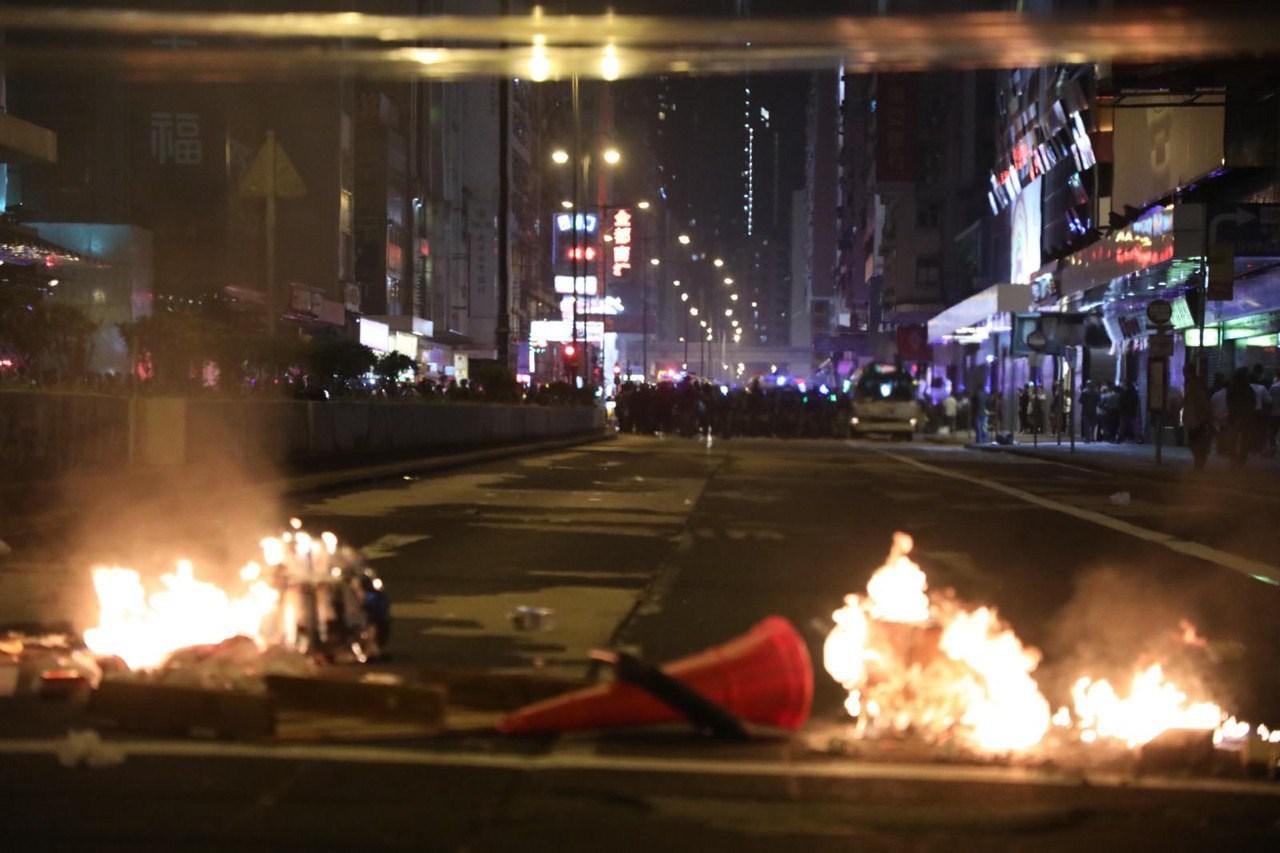 旺角彌敦道路面遭縱火。