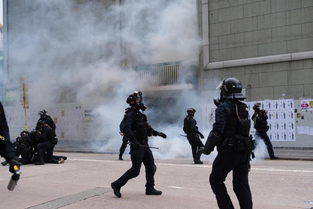 就手段而言,民主意味着人們可以隨時走上街頭,進行抗爭,暴力也往往是社會抗爭的內在一部分。(亞新社)