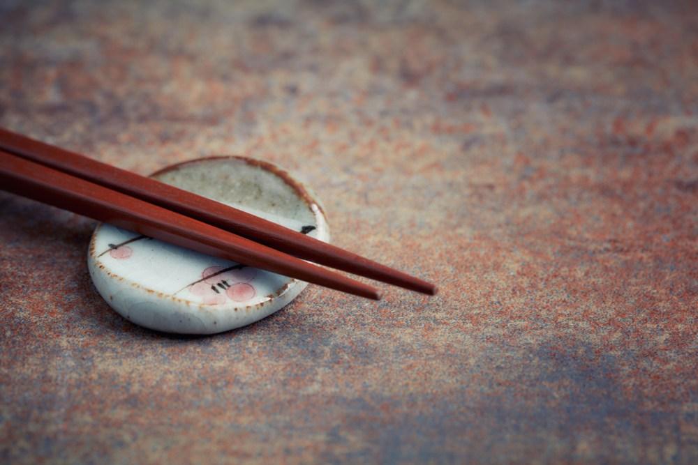 目前考古發現最早的筷子在新石器時代,也就是大約6000年以前。(Shutterstock)