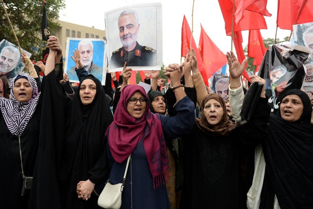 伊朗聖城庫姆的賈姆卡蘭清真寺,史上首度升起象徵復仇的紅旗,預告烽火恐難避免。(Shutterstock)