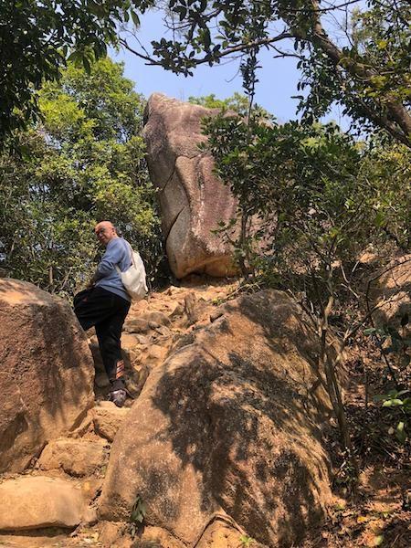 上了一倘獅子山,為了除掉口罩,呼吸山上的清新空氣,哪怕只有在山上的幾個小時。