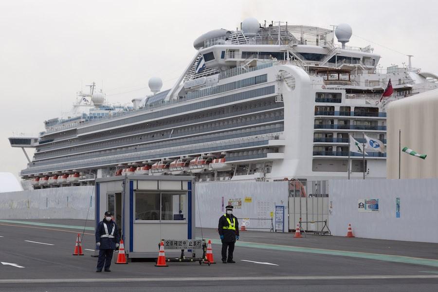 日本厚生勞動省的最新報告指出,「鑽石公主號」早於1月20日已經有兩名旅客病發,比香港吳伯1月23日病發更早,吳伯未必是源頭病人。(亞新社)