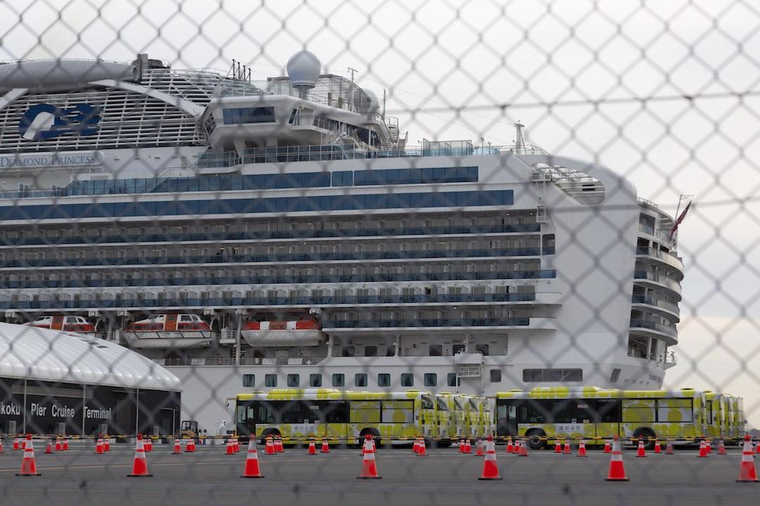 真的為在日本的港人擔心,有點「回港無期」。希望他們可盡快回來。(亞新社)