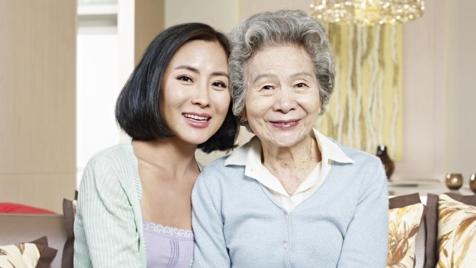 媳婦善盡本分,體貼婆婆的心意,能讓人感受到和諧的天倫之樂。(Shutterstock)
