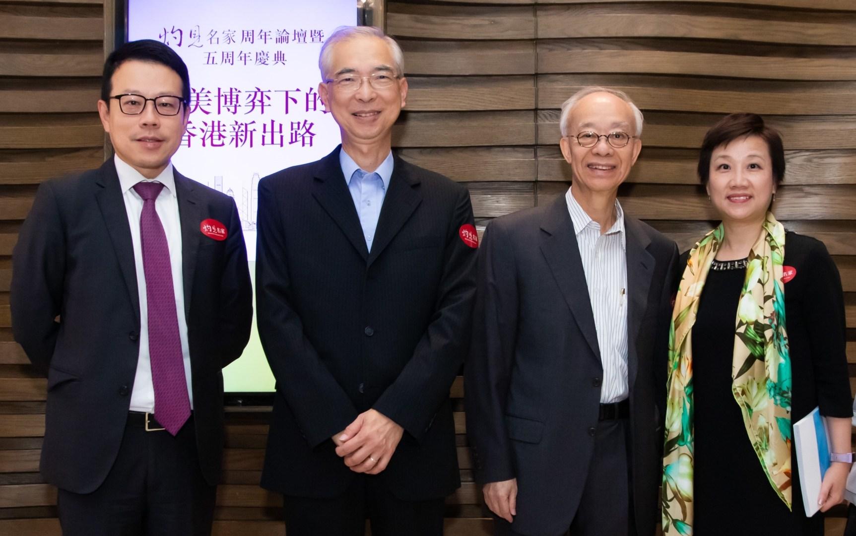 左起:香港房屋協會副行政總裁陳欽勉先生、地政總署前署長劉勵超先生、 屋宇署前署長鄔滿海先生、香港房屋協會助理總監(企業傳訊)梁綺蓮女士。