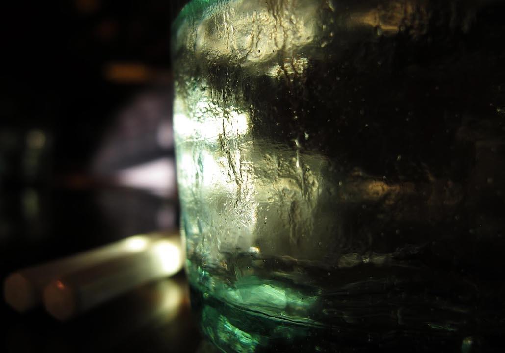 以現在的科學知識,都知道這杯水沒有消失,只是轉化成水蒸汽蒸發掉,它還是存在整個空間裏,不過變成另外的形態而已。(作者提供)