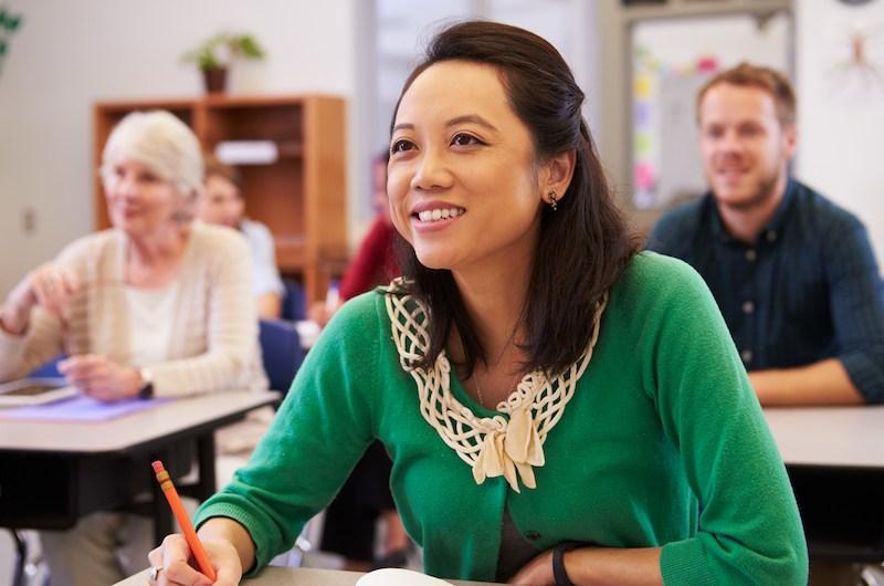 因為知識能夠增進人類生活的幸福,我們設立了學校來培養人們的知識。(Shutterstock)
