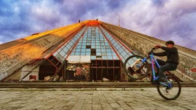 阿爾巴尼亞蒂蘭那金字塔 The Pyramid of Tirana in Albania