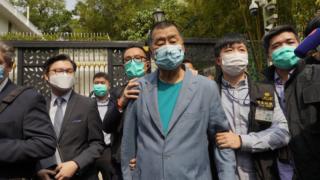 黎智英李柱銘等15名民主派人士被捕 涉2019年參與未經批准遊行集會