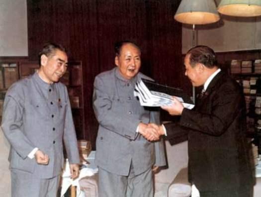 毛澤東會晤日本首相田中角榮(1972)。為加快與日建交,毛將釣魚台領土事「暫時擱置」。(新聞檔案照片)