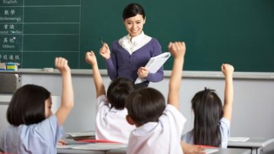 社會和家長,把子女付託給學校和教師,就期望孩子在教師楷模的影響下生活和學習。(Shutterstock)