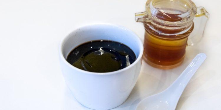 香港涼茶店常見的龜苓膏,其主要成份之一便是龜板。(Shutterstock)