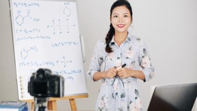 專業自主,不等於教師就可以天馬行空,為所欲為;必須根據專業知識,種種考慮,就靠專業良心的驅動。(Shutterstock)