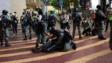 警方在時代廣場外拘捕示威者。