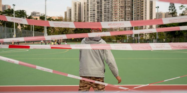 對於青少年來說,運動場地關閉,泳池也上了鎖,那又可以做些什麼運動?(亞新社)