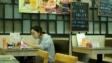 食肆可提供的座位不多於正常提供的60%,不得超過8人一桌,酒吧不得超過4人同一桌。(亞新社)