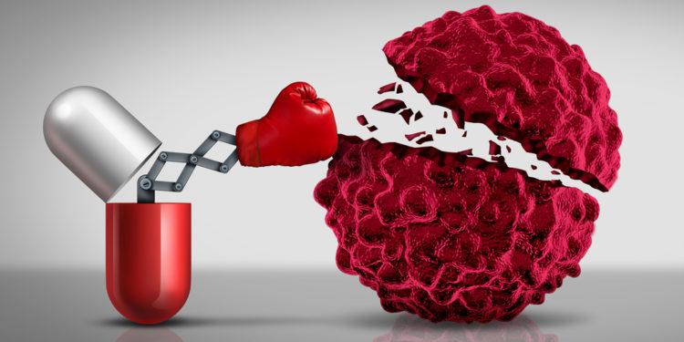 標靶藥並不能使癌細胞完全消失,使用18個月後標靶藥便會逐漸無效 。(Shutterstock)