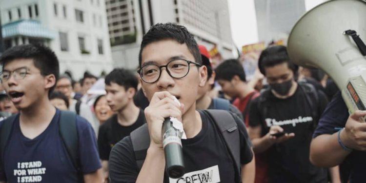 羅冠聰(左二)一直主張香港應有民主及自治、主張外國應制裁內地及香港侵害人權的官員。(羅冠聰Facebook)
