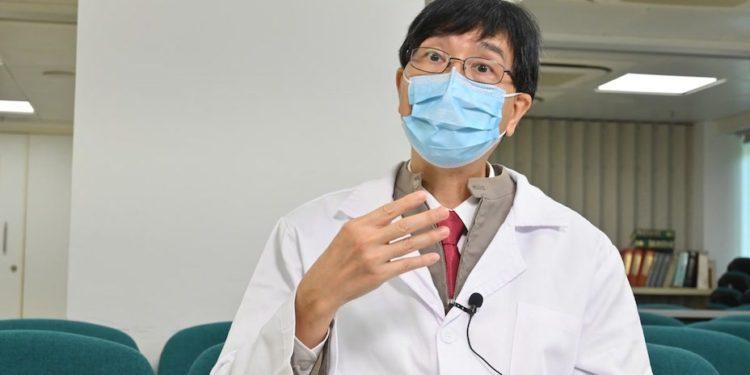 袁國勇團隊的研究表明,即使患者透過自然感染而具有免疫力,新冠病毒可能像其他引起普通感冒的人類冠狀病毒一樣,持續在全球人群中存在。(灼見名家圖片)