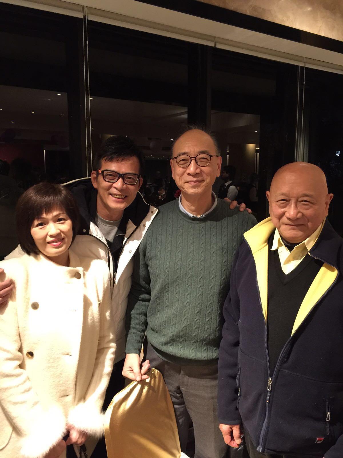 左起:黃日華夫婦、馮永及鄭有國老師。