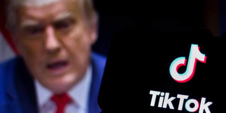 特朗普繼華為後又公然打壓TikTok,此等行為反映美國的霸凌粗暴,事事咄咄逼人,行為損人不利己。(Shutterstock)