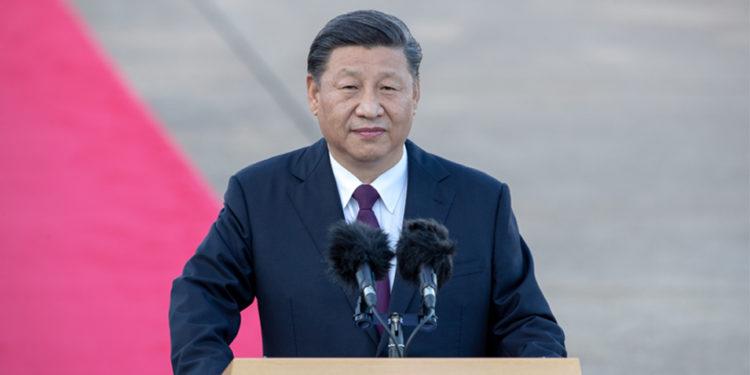 習近平主席在和平發展的過程中,始終堅持民族主義的政策,意味着作為中央軍委主席的他別無選擇,只有推動軍事現代化和備戰。(亞新社)