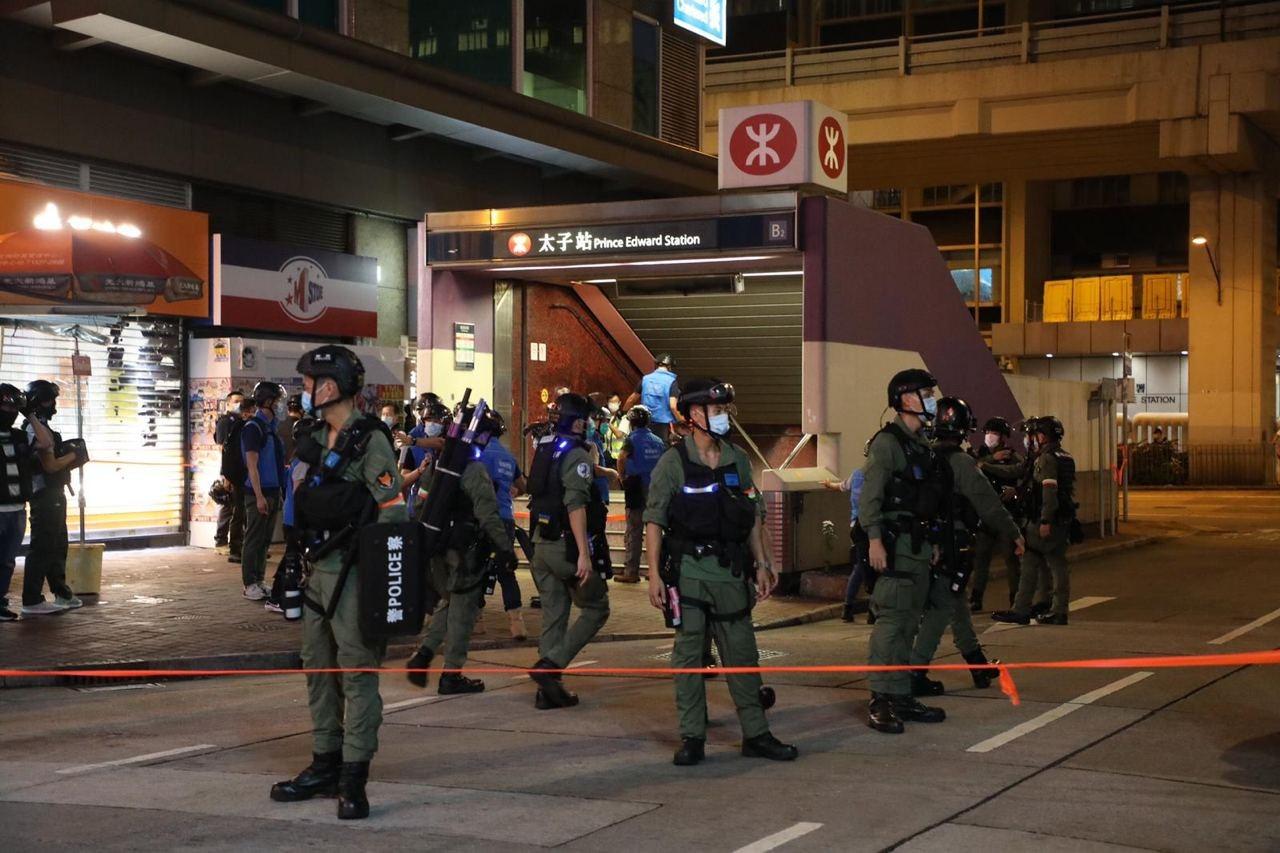 警方封鎖西洋菜南街。