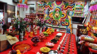 盂蘭節神袍與酬神祭品 Robes and Offerings at Yulan Fest