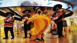 墨西哥街頭樂隊慶賀亡靈節 Mexican Mariachi Band Celebrates Day of the Dead