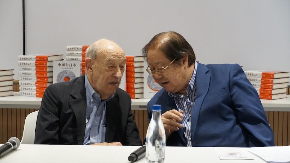 怍者(右)與傳高義(Erza Vogel)教授認識逾40年,他今年九十,我亦八十有五,真可說是「老友」了。