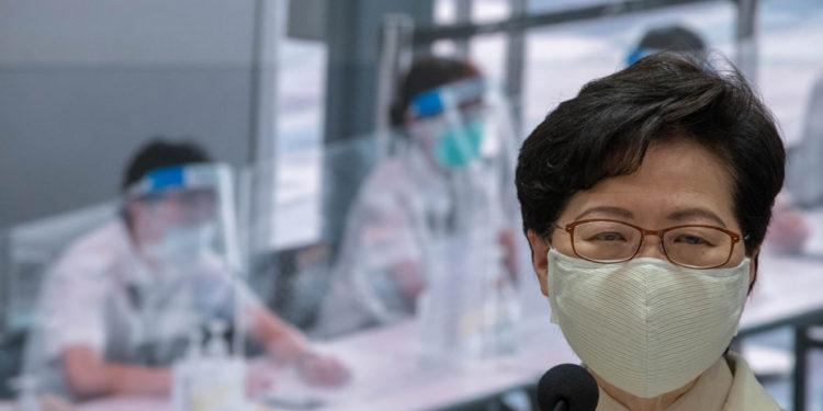 林鄭月娥呼籲市民以科學態度看待疫苗,配合政府將制定的群組優次積極考慮接種。(亞新社)