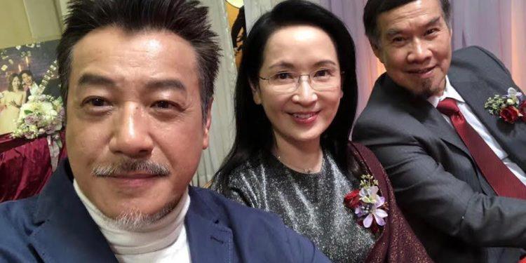 石修(左一)在電視劇《香港愛情故事》與龔慈恩(左二)和白彪合作。